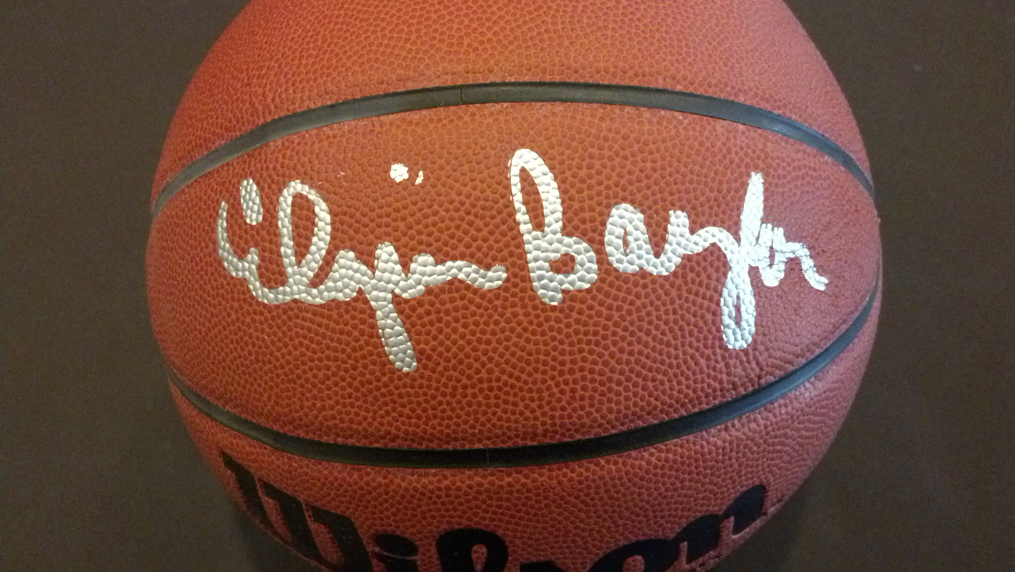 Elgin Baylor Autographed Basketball - GAI (Los Angeles Lakers)
